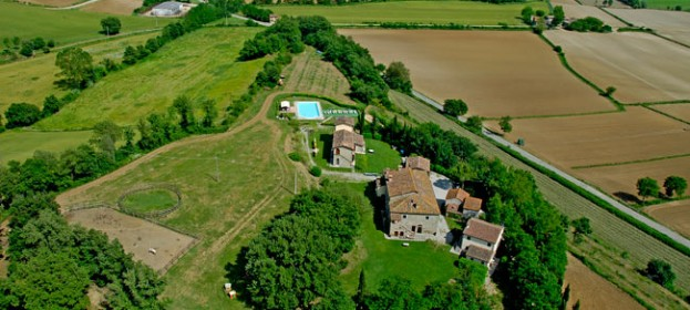 Il Sasso Farmhouse is in Tuscany, at Anghiari, among the tuscan hills of the Tiber Valley