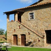 casa-colonica-in-pietra-agriturismo-in-toscana-12
