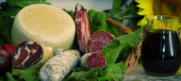 Sasso's cuisine: traditional tuscan food, Km zero products for a sustainable tourism in Tuscany